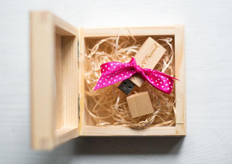 drewniane-pudelko-pendrive