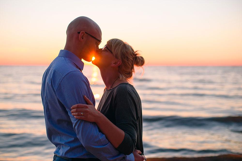 Daria i Tomek i ich śniadanie zaręczynowe na plaży