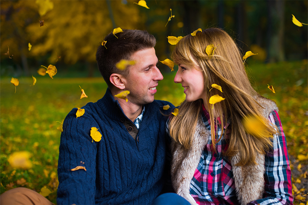 Jesiennie i romantycznie – sesja narzeczeńska Pauliny i Rafała